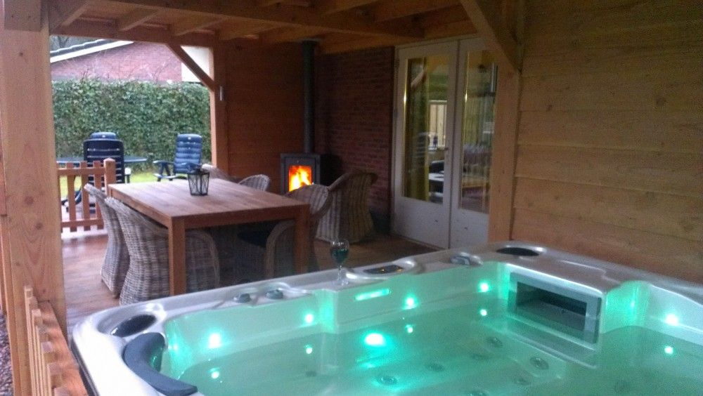 Bungalow de leuvenhorst haspel ermelo veluwe gelderland for Huisje met sauna en jacuzzi 2 personen