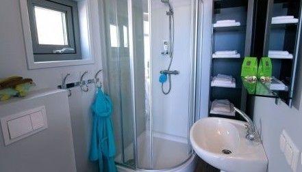 Bijzondere overnachtingen 4 6 pers strandhuis julianadorp noordzeekust noord holland - Eigentijdse badkamer fotos ...