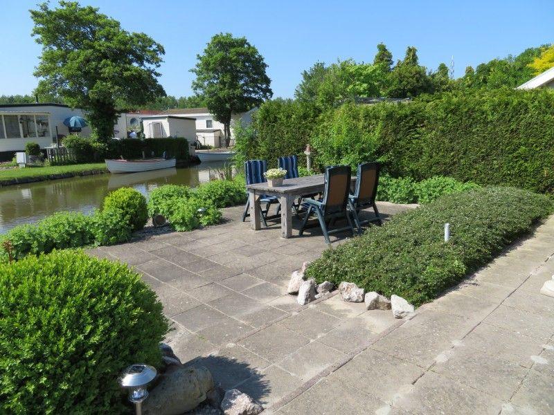 Ferienhaus huisje bootje aan het water grote tuin en