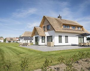 Guest house 0101355 • Holiday property Texel • Grote 10 pers. villa met uitzicht op bos